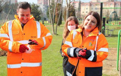CHP Genel Başkan Yardımcısı Akın ve Başkan Hürriyet Gazeteci Sedat Şimşek Parkını meyve fidanlarıyla buluşturdu