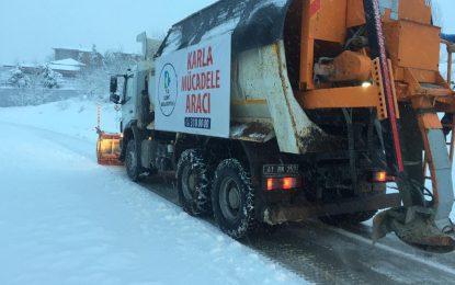 İzmit Belediyesi ekipleri 7/24 kar mesaisinde