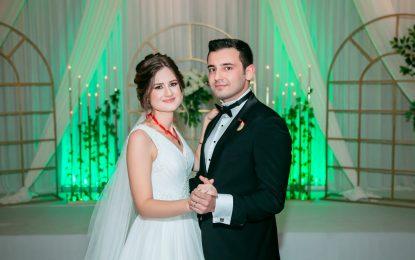 Kocaelispor'un efsane yöneticilerinden Metin Uçar'ın kızı Yağmur, Alper Yağcı ile dünyaevine girdi